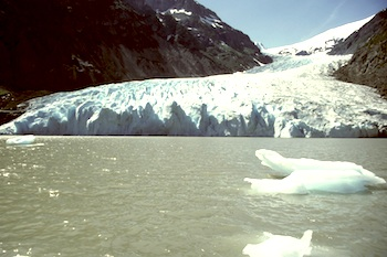 A melting glacier (Photo: GettyImages)
