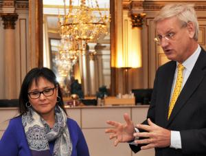 Leona Aglukkaq and Carl Bildt at the press conference held after their meeting. (Photo: Arctic Council - Catarina Axelsson/MFA)